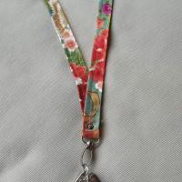 Porta llaves de cuello en tela japonesa jardin jazmin