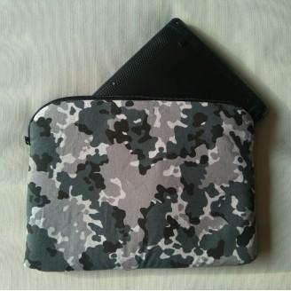 Funda para tablet o portátil de camuflaje gris