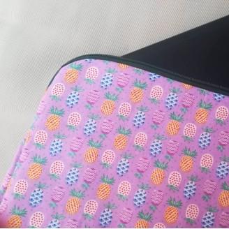 Funda para tablet o portátil de piñas rosa