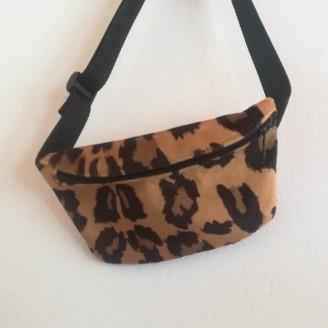 Riñonera de animal print de leopardo claro