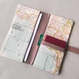 Portadocumentos compacto mapamundi marrón