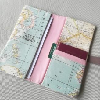 Portadocumentos compacto mapamundi rosa